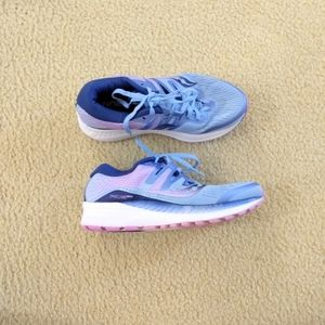 Saucony Everun blue sneakers